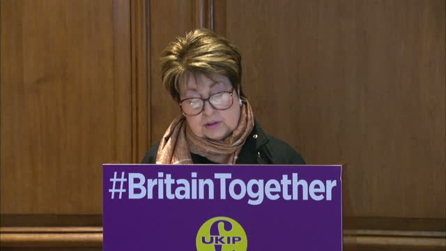 interior shots of margot parker ukip spokesman for women equalities speaking at a press conference about ukip's proposed integration agenda policies... - mutilazioni genitali femminili video stock e b–roll