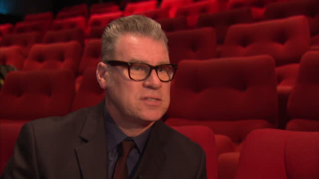 stockvideo's en b-roll-footage met interior shots of mark kermode film critic giving an interview about the golden globes and the importance of being nominated for awards mark kermode... - criticus