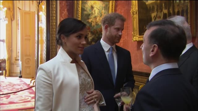 vídeos de stock, filmes e b-roll de interior shots of meghan duchess of sussex and prince harry talking to falkands war veteran simon weston incl close shot of royal baby bump also... - meghan harry