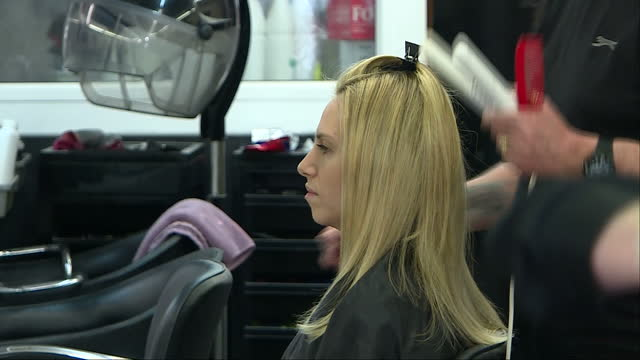 interior shots of men and women having their hair cut in a unisex salon on 28 april 2017 in croydon united kingdom - cut video transition stock videos & royalty-free footage