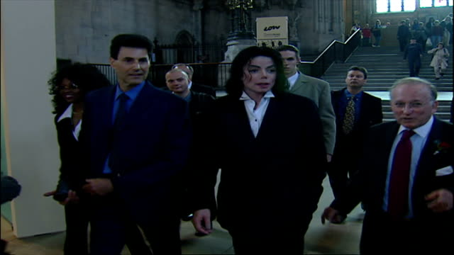 interior shots of michael jackson on tour of houses of parliament with uri geller & david blaine and being asked about his impressions of houses of... - マイケル・ジャクソン点の映像素材/bロール