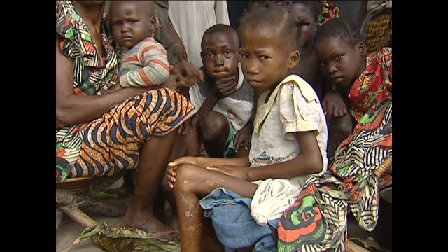 interior shots of mothers with their unwell children at a village hospital on july 17 2001 in democratic republic of congo - gesellschaftliche mobilisierung stock-videos und b-roll-filmmaterial