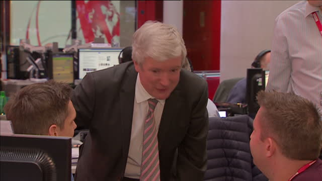 interior shots of new bbc director general tony hall walking through the bbc newsroom tony hall arrives at bbc for first day as new director general... - bbc video stock e b–roll