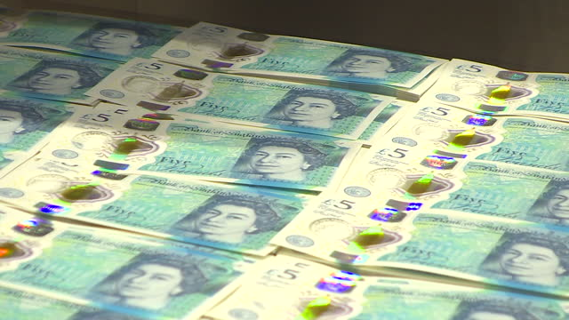 interior shots of new five pound plastic polymer banknotes on printing production line on the 2nd june 2016 in london, england - ポンド記号点の映像素材/bロール