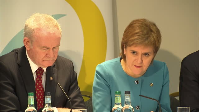 stockvideo's en b-roll-footage met interior shots of nicola sturgeon first minister of scotland speaking during a press conference about her view that the uk should remain part of the... - artikel