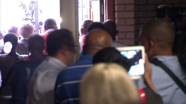 stockvideo's en b-roll-footage met interior shots of oscar pistorius leaving court flanked by police and minders surrounded by press on april 09 2014 in pretoria south africa - gauteng provincie
