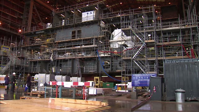 interior shots of part of a large ship under construction in bae systems scotstoun shipbuilding hall with site inspectors looking on scotstoun... - 造船所の労働者点の映像素材/bロール
