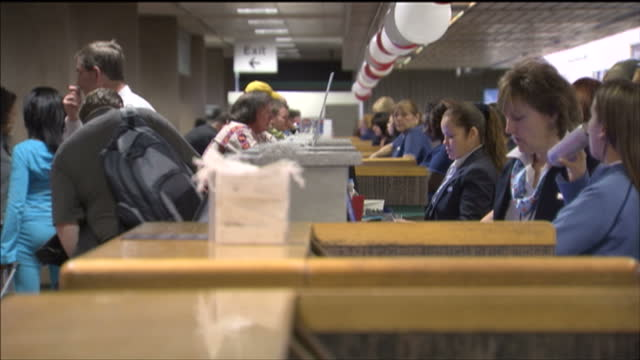 stockvideo's en b-roll-footage met interior shots of passengers at a us airways check in desk checking in at phoenix sky harbor international airport on february 12 2009 in phoenix... - us airways