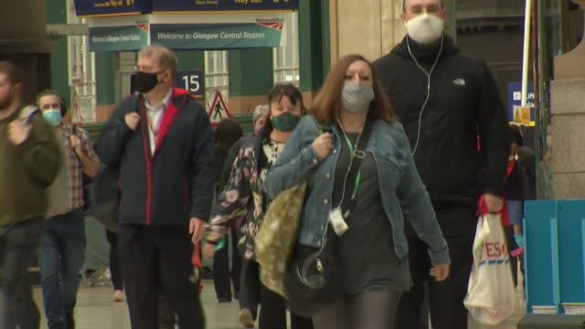 interior shots of passengers with face masks at glasgow central train station on 22 june 2020 in glasgow scotland - economy stock videos & royalty-free footage
