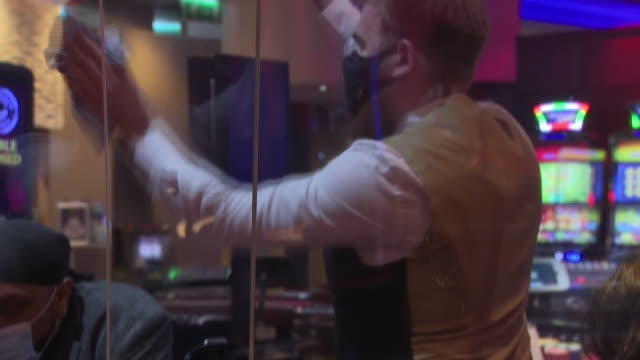 interior shots of people playing craps at a casino table as a member of staff wipes down protective screens on 13 october 2020 in liverpool, united... - craps stock videos & royalty-free footage