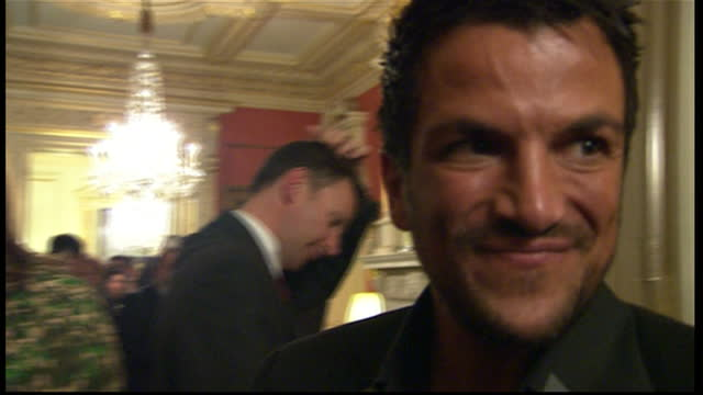 vidéos et rushes de interior shots of peter andre stood at a reception at downing street for children in need, with david cameron and wife samantha on january 10, 2012... - bbc children in need