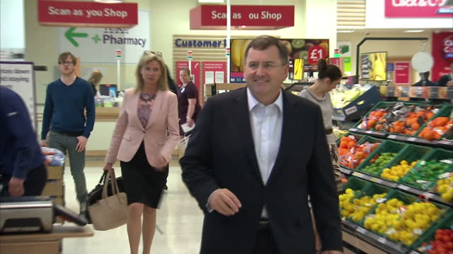 interior shots of philip clarke chief executive officer of tesco plc walks aling the aisles in a tesco store on april 16 2014 in london england - tesco点の映像素材/bロール