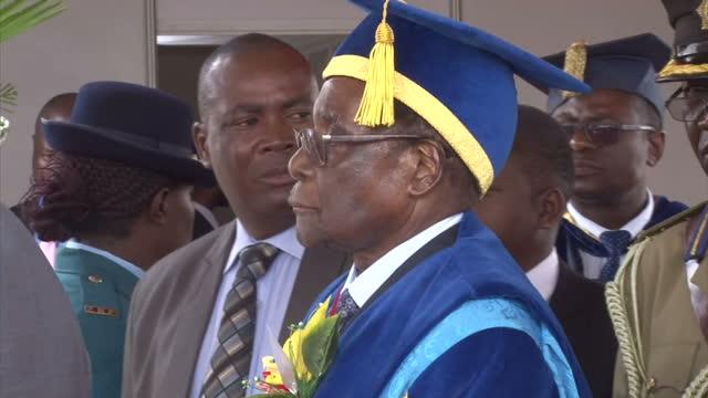 interior shots of president robert mugabe attending a graduation ceremony at zimbabwe open university his first public appearance since an apparent... - 2017 bildbanksvideor och videomaterial från bakom kulisserna