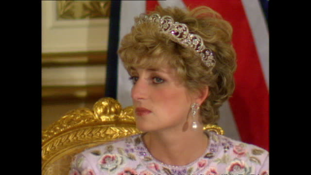 vídeos de stock e filmes b-roll de interior shots of president roh tae woo and prince charles, prince of wales, giving speeches at banquet with princess diana, princess of wales,... - 1992