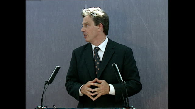Interior shots of Prime Minister Tony Blair concluding his 'forgotten people' speech during a visit to the Aylesbury council estate in Southwark >>...