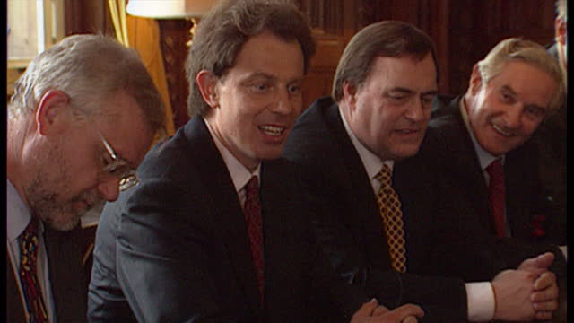 interior shots of prime minister tony blair sat in the cabinet room with his shadow cabinet members including john prescott robin cook gordon brown... - ゴードン ブラウン点の映像素材/bロール