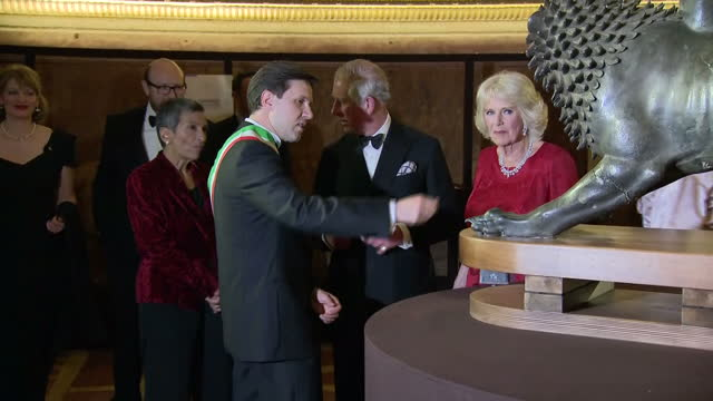 vidéos et rushes de interior shots of prince charles and camilla duchess of cornwall looking at works of art with dario nardella mayor of florence and his wife chiara... - gala