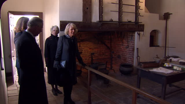 interior shots of prince charles and camilla, duchess of cornwall visiting the kitchens during a tour of mount vernon.>> on march 18, 2015 in... - バージニア州マウントヴァーノン点の映像素材/bロール