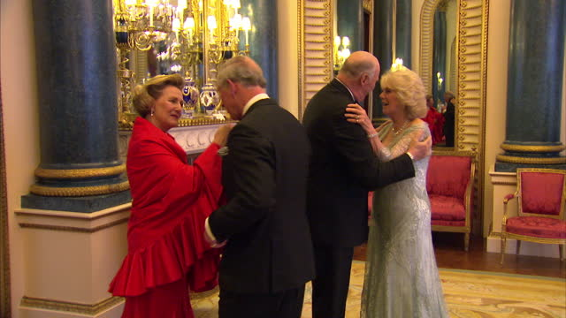 vídeos y material grabado en eventos de stock de interior shots of prince charles camilla duchess of cornwall greeting king harald and queen sonja of norway at the sovereign dinner prince charles... - 2012