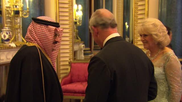 vídeos y material grabado en eventos de stock de interior shots of prince charles camilla duchess of cornwall greeting prince mohammed bin nawaf bin abdulaziz al saud of saudi arabia at the... - palacio de buckingham