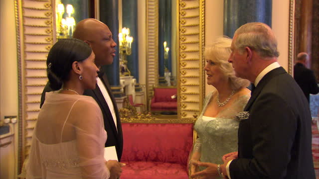 vídeos y material grabado en eventos de stock de interior shots of prince charles camilla duchess of cornwall greeting king letsie iii and queen masenate mohato seeiso at the sovereign dinner prince... - 2012
