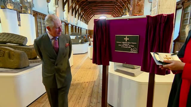 interior shots of prince charles giving a short speech before unveiling a commemorative plaque during a visit to the open treasure visitor experience... - イングランド ダラム点の映像素材/bロール