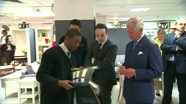 vídeos y material grabado en eventos de stock de interior shots of prince charles prince of wales walking into the home department with tv personality anthony mcpartlin 'ant' and talk to young... - ant mcpartlin