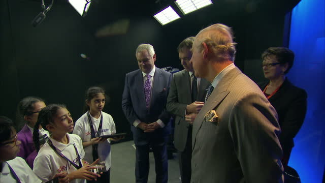 stockvideo's en b-roll-footage met interior shots of prince charles speaking to a group of school children with sky news presenter eamonn holmes and sky chief executive jeremy darroch... - eamonn holmes