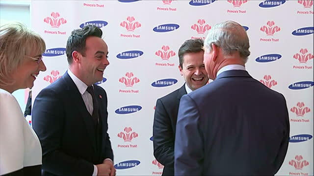vídeos y material grabado en eventos de stock de interior shots of prince charles speaking to anthony mcpartlin and declan donnelly known as 'ant and dec' at the princes trust awards>> on march 12... - ant mcpartlin