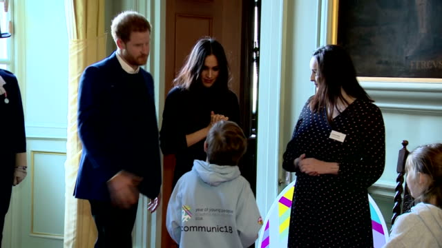 vidéos et rushes de interior shots of prince harry and meghan markle arriving to attend a reception at the palace of holyroodhouse for scotland's year of young people... - écosse