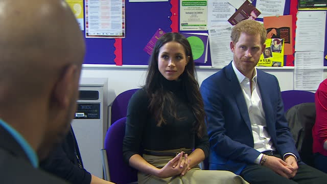 interior shots of prince harry and meghan markle meeting with head teachers at nottingham academy to hear about the work of the full effect programme... - ノッティンガム点の映像素材/bロール