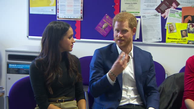 vídeos y material grabado en eventos de stock de interior shots of prince harry and meghan markle visiting nottingham academy meeting with head teachers about the work of the full effect programme... - 2017