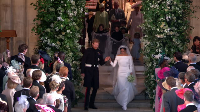 vídeos de stock, filmes e b-roll de interior shots of prince harry and meghan markle walking hand in hand officially as the duke and duchess of sussex as they walk past their guests as... - hóspede