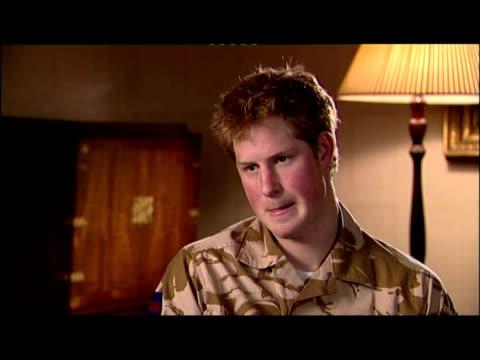 vídeos de stock, filmes e b-roll de interior shots of prince harry being interviewed prior to experiencing frontline action in afghanistan. - 50 segundos ou mais