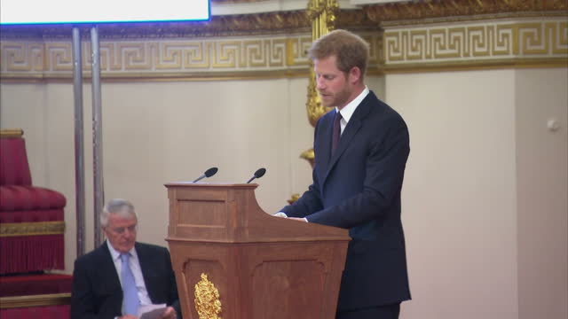 interior shots of prince harry making a speech during the queen's young leaders awards ceremony, speaking about the inspiring work for which the... - 式典点の映像素材/bロール