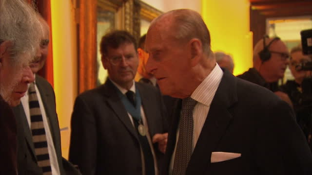 vídeos de stock e filmes b-roll de interior shots of prince philip speaking to guests during an awards reception at the royal academy of arts.>> on october 11, 2016 in london, england. - royal academy of arts
