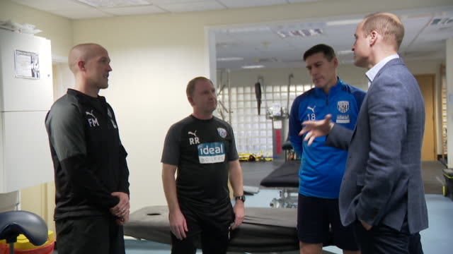 interior shots of prince william duke of cambridge speaking with west bromwich albion footballer gareth barry and the physio team about mental health... - physiotherapy stock videos & royalty-free footage