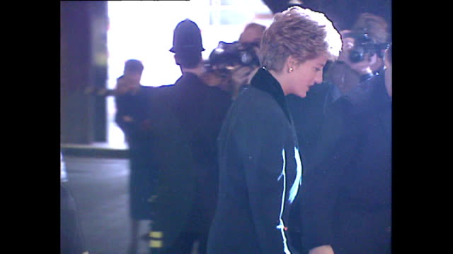 vídeos de stock e filmes b-roll de interior shots of princess diana arriving park lane hilton ahead of her announcement of withdrawing from public life with lots of photographers... - princesa