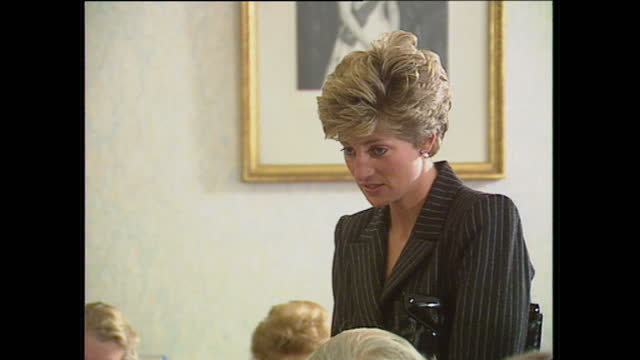 interior shots of princess diana chatting to volunteers and reading letters on a visit to the red cross headquarters on april 19, 1991 in london,... - プリンセス点の映像素材/bロール