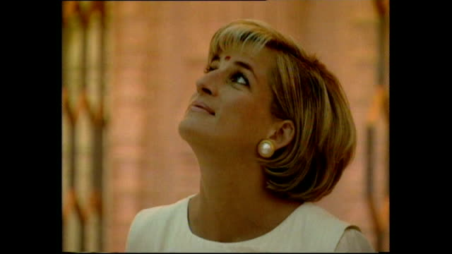 stockvideo's en b-roll-footage met interior shots of princess diana looking at ornate architecture and shrines to deities on her visit to shri swaminarayan mandir hindu temple wearing... - tempel