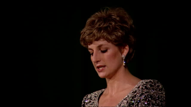 interior shots of princess diana, princess of wales giving a speech about mental health and working with the charity turning point at the 'hear my... - odeon cinemas点の映像素材/bロール