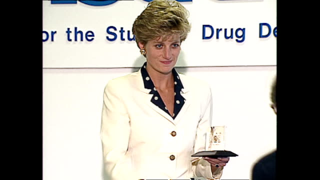 interior shots of princess diana, princess of wales, on stage at the isdd media awards handing out awards to winners looking serious and at times... - relationsproblem bildbanksvideor och videomaterial från bakom kulisserna