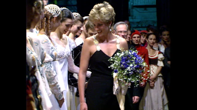 interior shots of princess diana, princess of wales talking to dancers from the kirov ballet after a performance of romeo & juliet at the royal opera... - オペラ座点の映像素材/bロール