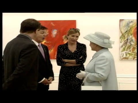 vidéos et rushes de interior shots of queen elizabeth ii being presented with an art book by sir paul mccartney and then chatting to him and his wife heather mills - book