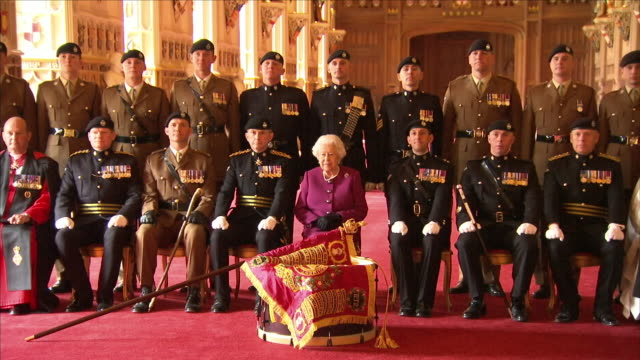 vídeos de stock, filmes e b-roll de interior shots of queen elizabeth ii colonelinchief of the royal tank regiment with royal tank regiment family photo in st george's hall at windsor... - 2018