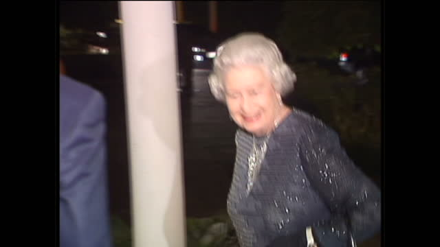 stockvideo's en b-roll-footage met interior shots of queen elizabeth ii meeting with the royal fathers at the british high commission during her fourday official visit on december 5... - koningin koninklijk persoon