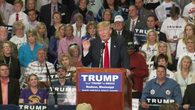 interior shots of republican candidate donald trump speaking at a campaign rally saying that grossly incompetent leaders are allowing the united... - 2016 stock-videos und b-roll-filmmaterial