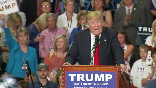 """vídeos de stock, filmes e b-roll de interior shots of republican candidate donald trump speaking at a campaign rally, saying """"america doesn't win any more"""" but if he is elected """"we're... - comício político"""