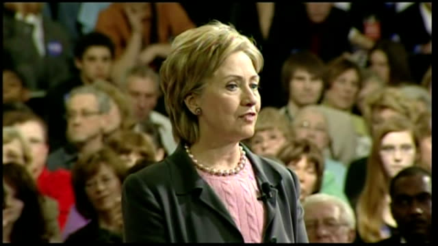 interior shots of republican presidential hopeful hillary clinton speaking to crowds at a rally in iowa on january 27, 2007 in des moines, iowa. - anno 2008 video stock e b–roll