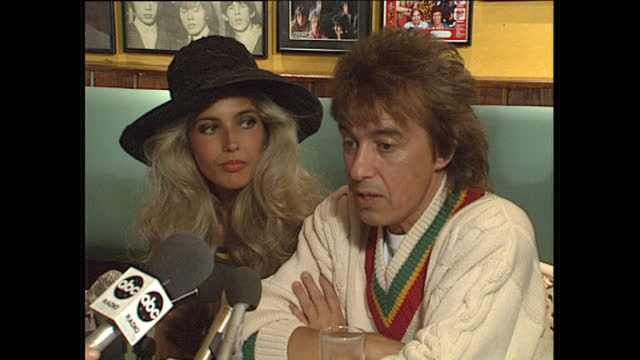interior shots of rolling stones bassist & founding member bill wyman with mandy smith speaking to press & photographers about their memorabilia and... - 不祥事点の映像素材/bロール